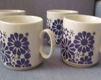 Mugs with Flower Designs in Blue