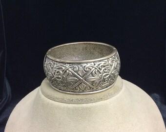 Vintage Wide Bracelet With Floral Design