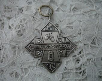 Vintage medal/pendant