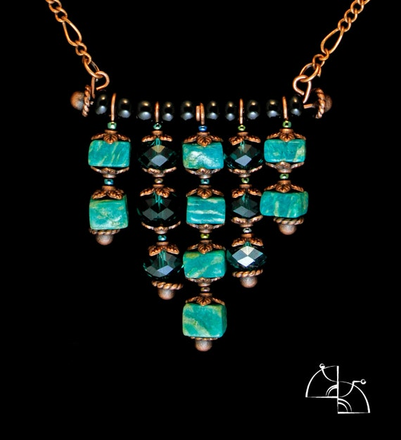 In color the jungle. Jewelry Set. Bright green necklace and earrings.