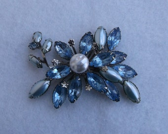 Vintage Blue Rhinestone and Cabochon Brooch Pin