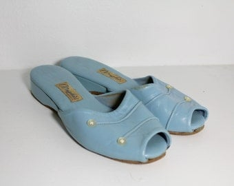 1950s Baby Blue Leather Sandals by Oomphies // Size 5