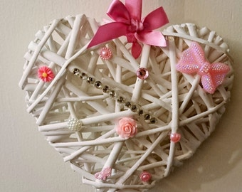 Pretty white and pink wicker hanging heart valentines 20cm uk seller
