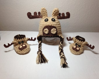 Crochet NB to 12mos  moose booties and moose hat