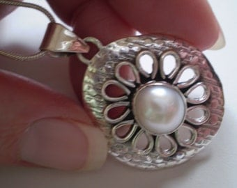 White Freshwater Pearl (Natural) 925 Antiqued Sterling Silver Necklace 18 Inch