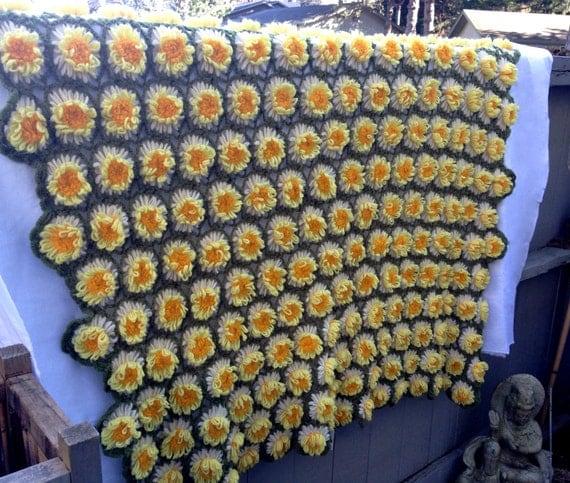 Vintage 70s Yellow Daisy Flower Afghan Throw Blanket Flower