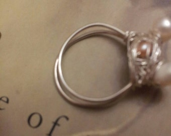 Dainty bird's nest pearl and silver ring size 7.5