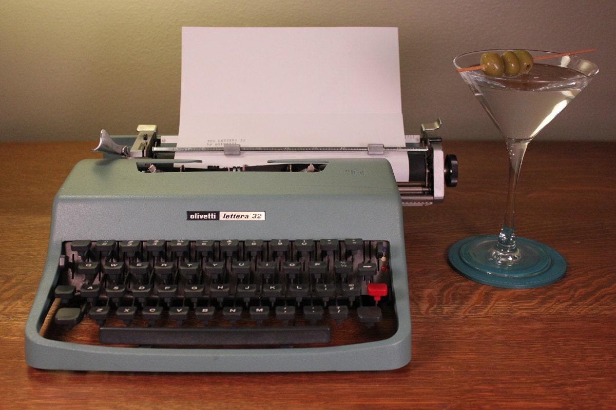 machines crire olivetti lettera 32 avec sac de voyage. Black Bedroom Furniture Sets. Home Design Ideas