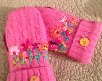 G1  Adorable girls felted wool mittens with hand embroidery