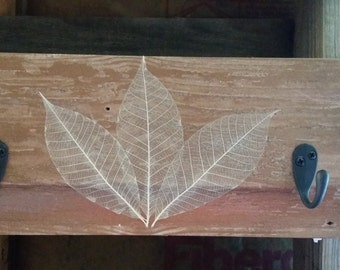 Reclaimed wood plaque with 2 hooks- Leaves