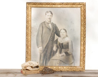 French vintage old gold frame with a picture of a couple, tableau d'un couple, Brocante française