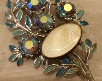 Vintage 'mother' brooch with mother of pearl