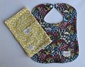 "Bib & Burp Cloth Set in ""Wildflowers and Straw Leaves"" : 100% organic cotton"