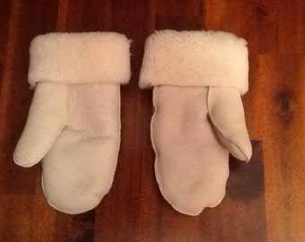 Mittens in lainees, although skins comfortable hot
