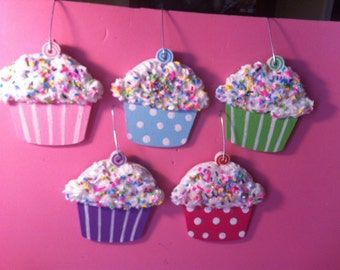 candy land ornaments. 5 cupcakes.