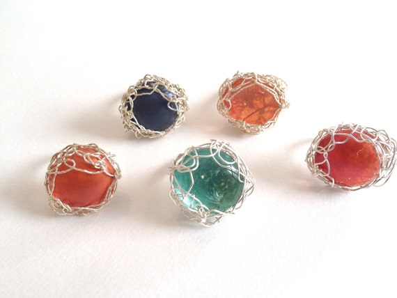 Glass cabochon silver-plated wire crochet ring.