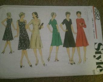 Style 1582 dress, plus sized, size 16
