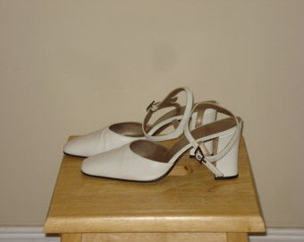 White  leather ankle strap shoes, medium heel - Browns Shoes of Montreal - Size 9B