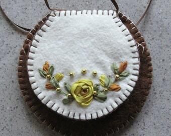 Sachet Wool Felt Pocket Gold Rose