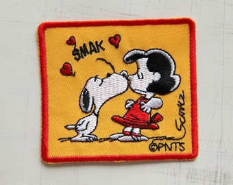 7 x 6.5cm, Snoopy Kissing Lucy Iron On Patch (P-222)