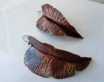 Foglie - Handforged copper earrings with sterling silver hook