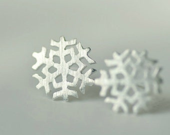 Sterling silver snowflake earring, 925silver snowflake ear studs,christmas earring,romantic christmas gifts.