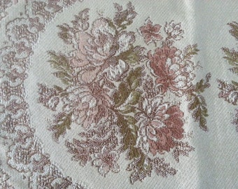 SALE! Vintage doily/ table-cover decorated with flowers 35x24cm