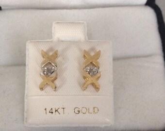 Lovely 10K Fine Hugs & Kisses X O Solitaire Central Roubnd Brilliant Diamond Earrings