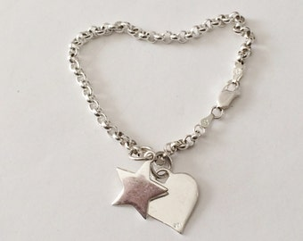 "Sterling Silver Rolo Link Charm Bracelet With Heart And Star Charm 7 1/4"" (10.0 grams)"