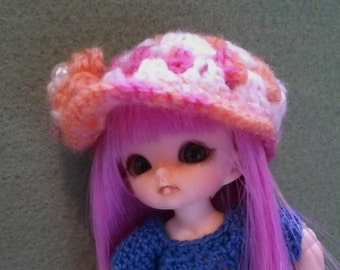 hand crochet peaked hat with flower to fit Pukipuki with wig and Soom Dubu or similar bjd doll