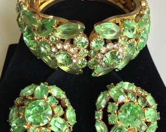 Glamorous Vintage D&E Juliana BOOKPIECE Clamper Bracelet and Earrings Set~Green RS/Gold tone