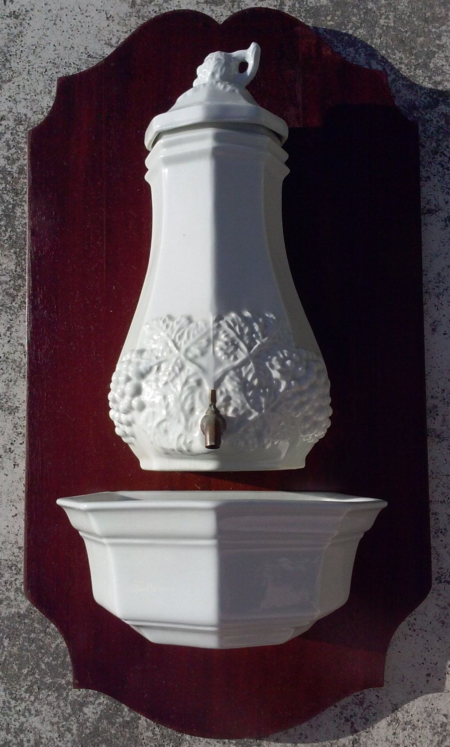 vintage lavabo white italian ceramic lavabo on wood. Black Bedroom Furniture Sets. Home Design Ideas