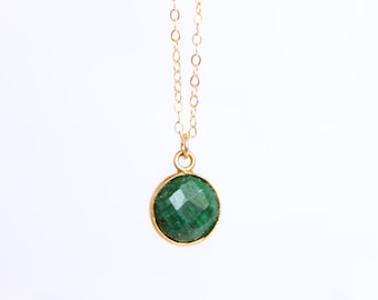 Emerald Necklace -  Round Gemstone Necklace - May Birthstone - Bezel - Green Bridesmaids Gift - Layering Necklace - Simple - Natural Raw