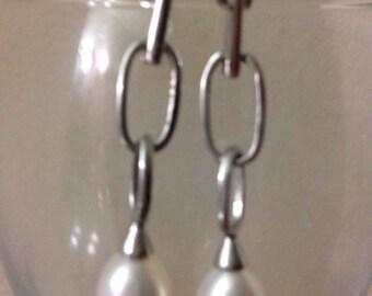 Freshwater pearl sterling silver dangle earring