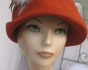Org 50 he j. sanddornfarbener wool felt hat with feathers