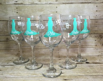 Personalized Bride and Bridesmaid Wine Glasses, Wedding Party Glasses 1