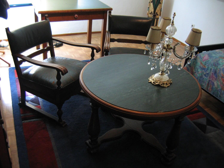 Runder Rauchertisch Mit Drei Stühlen Aus Den 50er Jahren