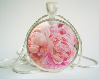 Pink Creamy Peony Pendant (Antique.bronze./.Silver.tone)