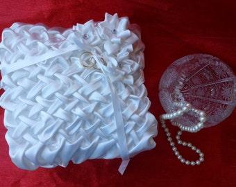White Ring Bearer Pillow, White Wedding Ring Pillow, Beautiful Wedding Band Pillow Wedding Ring Bearer