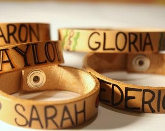 Customizable leather bracelet / Braccialetto in cuoio personalizzabile