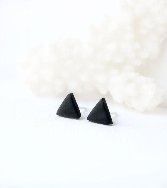 flat black earrings for men - photo #12