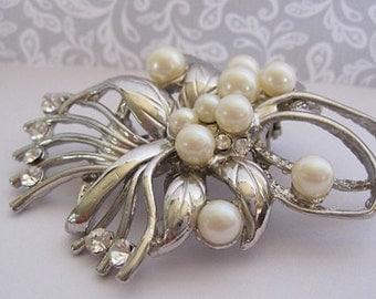 80's Vintage Pearl & Crystal Brooch