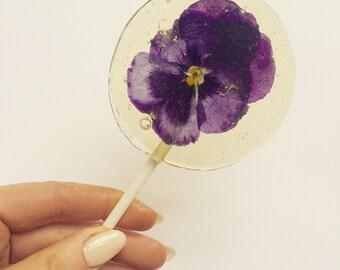 6 Stunning edible flower lollipops
