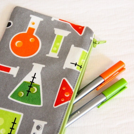 Pencil case - chemistry - science - test tubes - beakers - chemistry bottles  - gray - orange - green - red - pencils -- Chimie