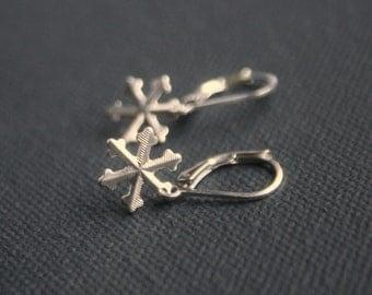 Sterling Silver earrings - Snowflakes - lightweight earrings - Leverback