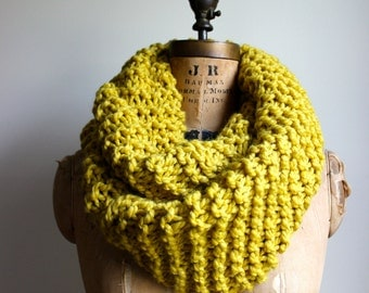 Super Snuggly Chunky knit cowl Mustard Yellow. Citrine. Gold. Circle scarf. READY to ship.