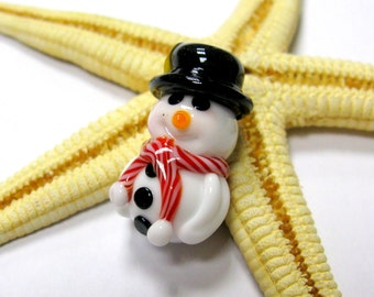 SMAUGGS handmade snowman (23mm x 15mm), glass, white, black, red, hole 2mm
