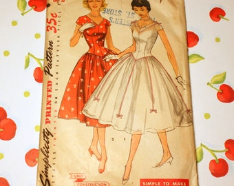 1950's Vintage Simplicity Pattern 1518 - V Neck Dress With Cap Sleeves, Size 14 Bust 32
