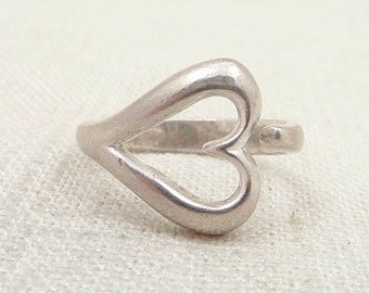 SALE ---- Size 6.5 Vintage Sterling Stretched Heart Wrap Ring