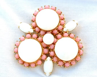 Baby Pink Snow White Milk Glass Brooch Gifts Women Coat Scarf Accessories Confection